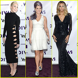 Miley Cyrus &#038; Kelly Osbourne - VH1 Divas 2012 Red Carpet!
