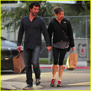Renee Zellweger: Christmas Shopping with Doyle Bramhall!