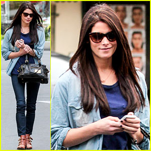 Ashley Greene: Cafe Med Cutie!