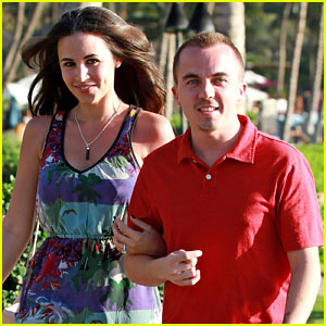 Frankie Muniz: Hawaiian Vacation with Fiance Elycia Marie!