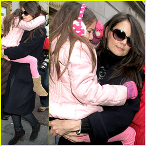 Katie Holmes: 'Dead Accounts' with Suri!
