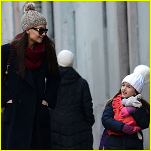 Katie Holmes: Morning Stroll with Suri!