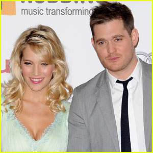 Michael Bublé & Wife Luisana Lopilato Expecting First Child!