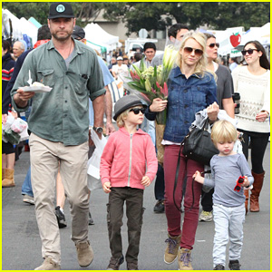 Naomi Watts & Liev Schreiber: Farmers Market with the Kids!