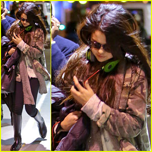 Selena Gomez: Late Night LAX Arrival