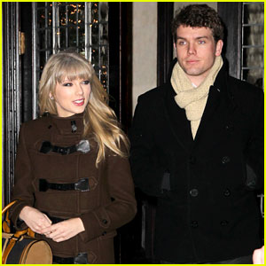 Taylor Swift: New Year's Eve Dinner with Brother Austin!