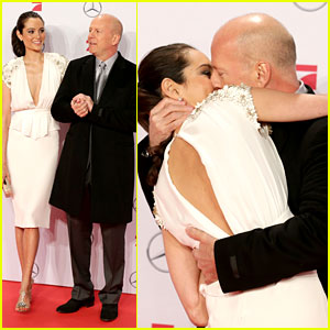 Bruce Willis & Emma Heming: 'Die Hard' Red Carpet Kiss!