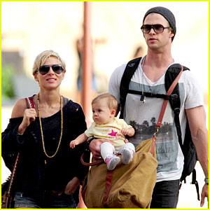 Chris Hemsworth & Elsa Pataky: Sydney Stroll with India!