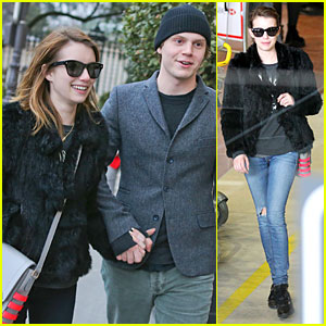 Emma Roberts & Evan Peters: Paris Sightseeing Couple!
