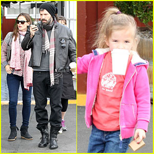 Jennifer Garner: Scarves Shopping with Sister Susannah!
