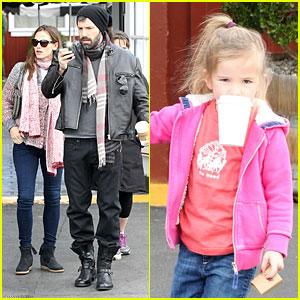 Jennifer Garner: Scarves Shopping with Sister Susannah!