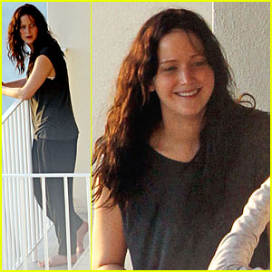 Jennifer Lawrence: Hawaii Hugging Gal Pal!