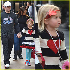 Mark Wahlberg: Grove Shopping with the Girls!