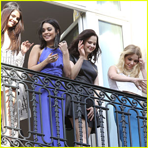 Selena Gomez & Vanessa Hudgens: 'Spring Breakers' Paris Promo