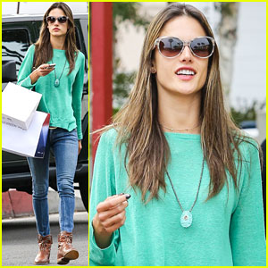Alessandra Ambrosio: Fred Segal Shopper!