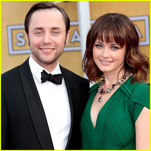 Alexis Bledel & Vincent Kartheiser: Engaged!