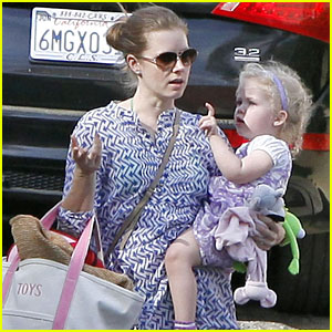 Amy Adams: Pool Party with Daughter Aviana!