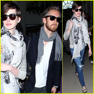 Anne Hathaway & Adam Shulman: Los Angeles Airport Arrival!