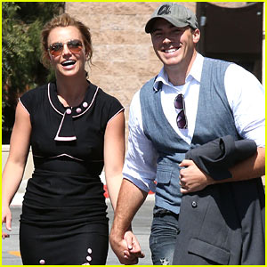 Britney Spears & David Lucado: Holding Hands!