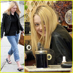 Dakota Fanning: Pastel Pedicure Pampering!