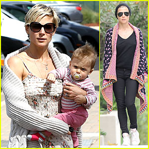 Elsa Pataky & India: Taverna Tony's with Mom Cristina!