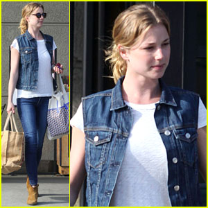 Emily VanCamp: Gelson's Grocery Shopper