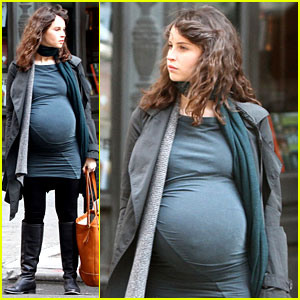 Felicity Jones: Fake Baby Bump for 'True Story'!