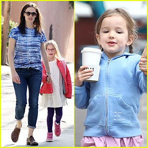 Jennifer Garner: Separate Brentwood Country Mart Trips with the Girls!