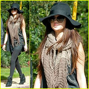 Selena Gomez & Ashley Benson: Headed to SXSW!