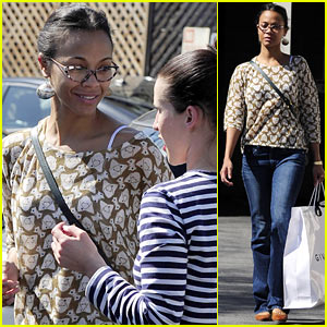 Zoe Saldana: Support Global Mom Relay!