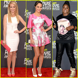 Anna Camp & Alexis Knapp - MTV Movie Awards 2013 Red Carpet