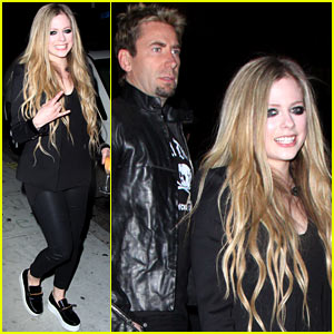 Avril Lavigne Premieres New Song '17' at Viper Room (Video)
