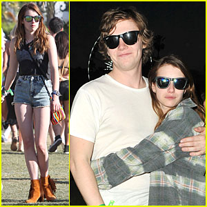 Emma Roberts & Evan Peters: Coachella Cuddling Couple!