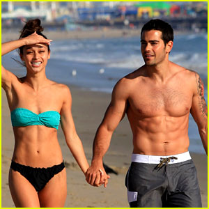 Jesse Metcalfe: Shirtless Six Pack Beach Stud!