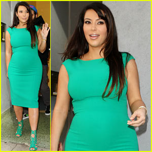 Kim Kardashian: Bright Green Baby Bump!