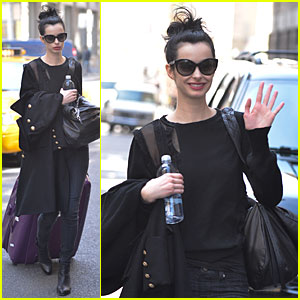 Krysten Ritter: Brillant, Beautiful, & Incredible Gal, Raves 'Assistance' Writer