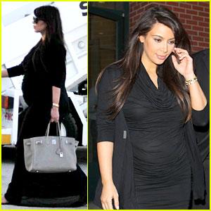 3b87d5168c2 Pregnant Kim Kardashian Lands in Greece with Family