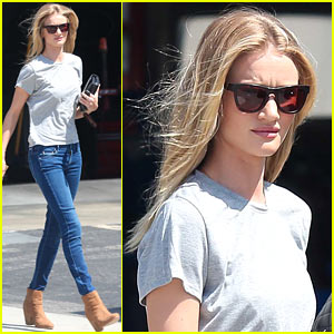 Rosie Huntington-Whiteley: Gas Station Stop!