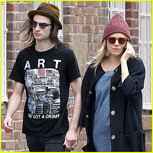 Sienna Miller & Tom Sturridge: Burberry Campaign Couple?