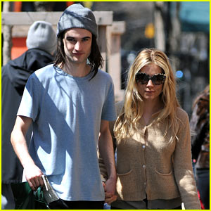 Sienna Miller & Tom Sturridge: West Village Lunch Lovebirds!