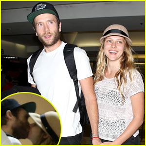Teresa Palmer & Mark Webber: Kiss Kiss at LAX!