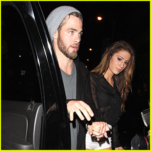 Chris Pine Hold Hands with Amanda Frances at Bootsy Bellows!