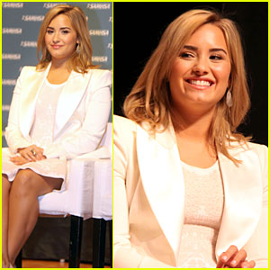 Demi Lovato: Blond Hair on National Children's Mental Health Awareness Day!