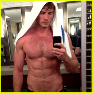 Derek Theler Wins 'Baby Daddy' Tweet Off, Goes Shirtless!