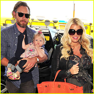 Jessica Simpson & Eric Johnson: Family Flight with Maxwell!