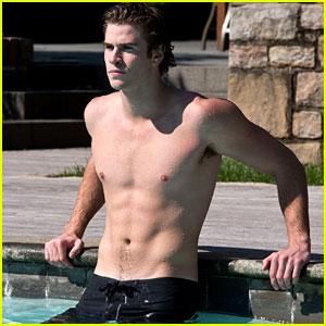 Liam Hemsworth: Shirtless & Dripping Wet for 'Paranoia'!