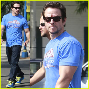Mark Wahlberg Grabs Memorial Day Goodies!