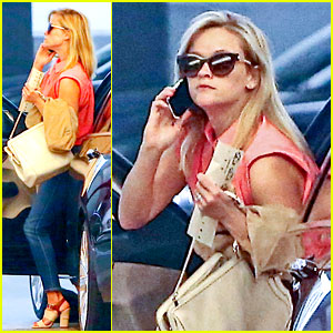 Reese Witherspoon Joins Joaquin Phoenix in 'Inherent Vice'