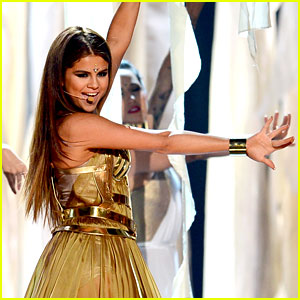 Selena Gomez - Billboard Music Awards 2013 Performance (Video)