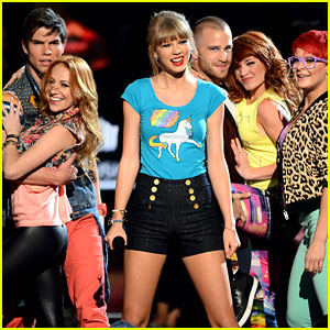 Taylor Swift - Billboard Music Awards 2013 Performance (Video)